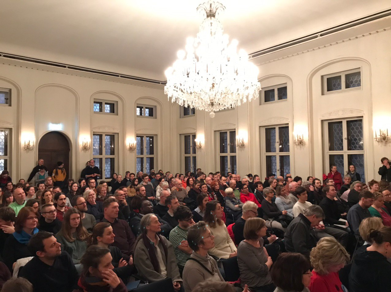 Voller Saal beim OBM-Wahlforum der Parents for Future Leipzig